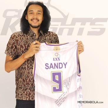 Kostum tanding Sandy Kusuma, Kapten CLS Knights ketika menjuarai IBL 2016.