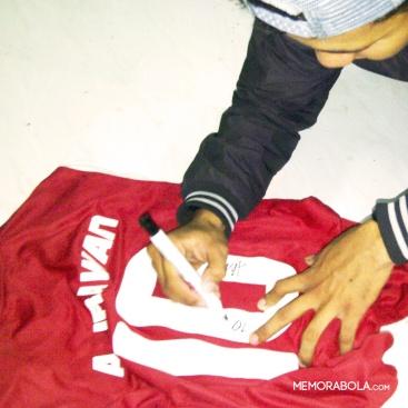 Jersey tanding Adik Mardina Irawan, pemain di Timnas Homeless World Cup 2012.