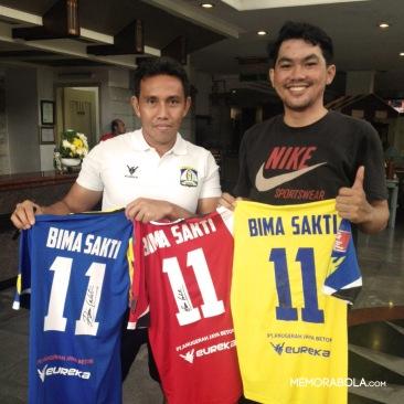 Kostum Persiba Balikpapan (Home - Away - Third), pemberian dari sanga legenda sepakbola Nasional, Bima Sakti.